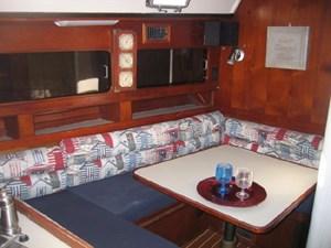 U Shaped Saloon Convertible Table/Berth