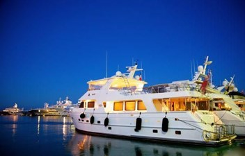 NV 4 NV 2008 OUTER REEF YACHTS 800 MY Motor Yacht Yacht MLS #266109 4