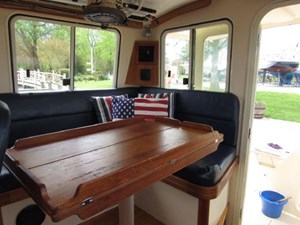 Second Wind 22 Settee and Dinette