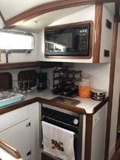 1999 Legacy Yachts 40 Sedan 20 Microwave & Stove
