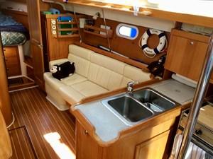 CHEEKY MONKEY 38 Starboard settee