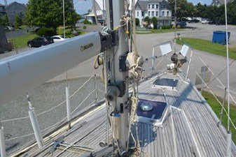 Selden mast and boom 2