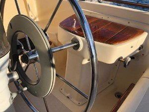 Helm seat and wheel