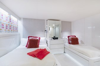 Forward Guest Stateroom (Pink)