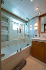 Aft Starboard Guest Bath Annapolis