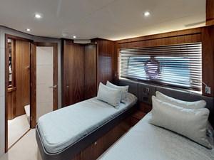 Sunseeker-28-Meter-Yacht-Bedroom