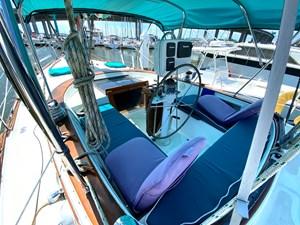 Endeavour 40 Center Cockpit port
