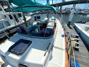 Endeavour 40 Center Cockpit starboard