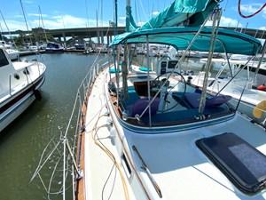 Endeavour 40 CC port side deck