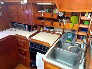 Endeavour 40 CC Full galley