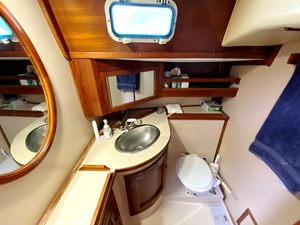 Head 2 with shower, sink, commode