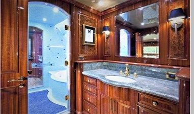 Master Bath to Starboard