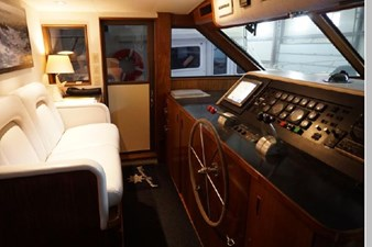 1988 Hatteras 65 Motor Yacht 33 34