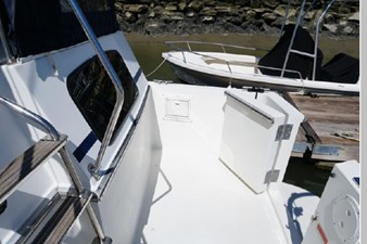 1991 Tollycraft 44 Cockpit Motor Yacht 8 9