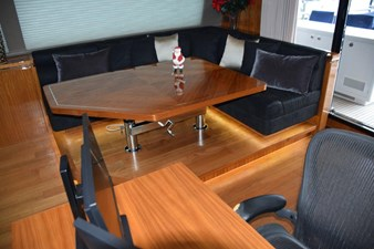 Raised Flybridge Lounge, Table and Desk