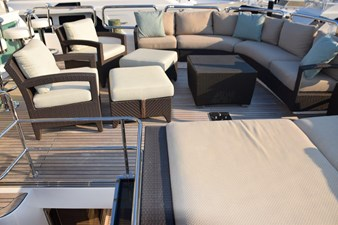 Flybridge sunbed and lounge