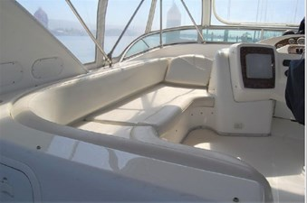 2001 Bayliner 3488 Command Bridge Motoryacht 23 24