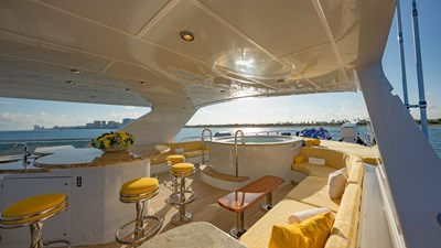 Sundeck Bar and 10 person Jacuzzi