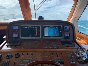 Helm underway, note how view is excellent
