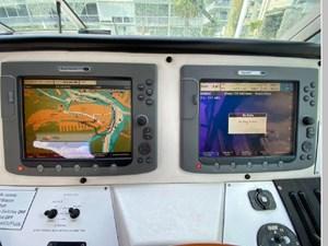 1991 Sea Ray 350 Express Cruiser 20 21