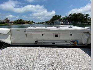 1991 Sea Ray 350 Express Cruiser 25 26