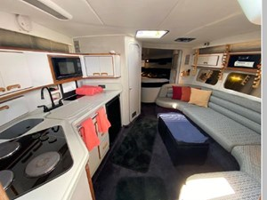 1991 Sea Ray 350 Express Cruiser 30 31