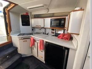 1991 Sea Ray 350 Express Cruiser 32 33