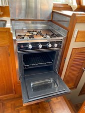 3 burner propane Princess stove with oven