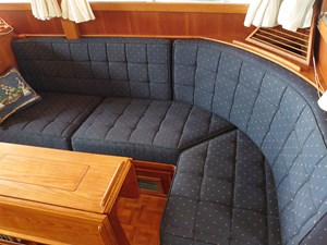 Starboard side L settee: fabrics in excellent condition, heat and ac vents