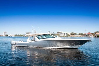 Ultra Luxurious 2020 Scout 530 LXF Center Console