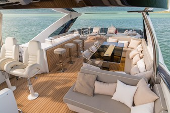 Flybridge looking Aft 4