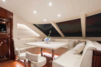 Dinette Forward Galley