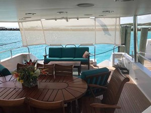 MON SHERI 58 Aft deck sunshade