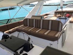MON SHERI 71 Flybridge helm seat