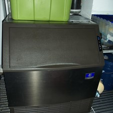 MON SHERI 64 Lazarette Commercial icemaker