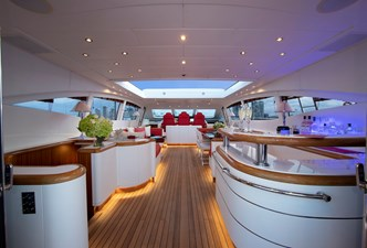 Vanish 92 Mangusta aft saloon with custom bar
