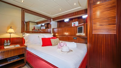 14 Vanish 92 Mangusta Motor Yacht