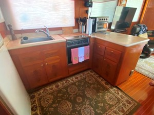 207 Galley to Starboard