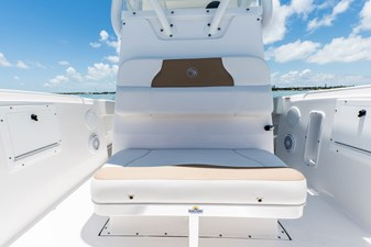 EdgeWater-245ccFolding-Forward-Console-Seat