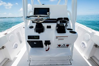 EdgeWater-Boats-245CC-Helm-Station