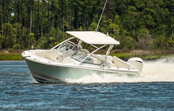 248cx_edgewater-boats_dual-console-running