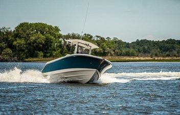 262CC-EdgeWater-Boats_running_turn