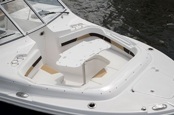 EdgeWater-280cx-Bow-Seating-with-Table