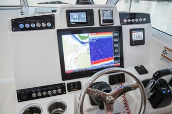 EdgeWater-280cx-Garmin-Electronics-switches-and-Yamaha-Controls
