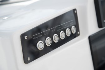 EdgeWater-280cx-Push-Button-Switches