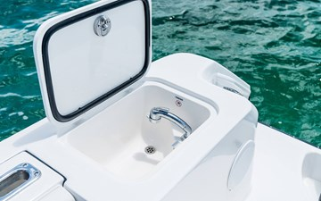 transom-freshwater-sink-and-pull-out-shower