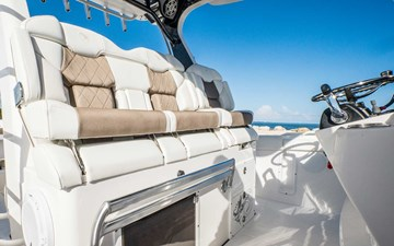 EdgeWater-Boats-370CC_Helm-Seating