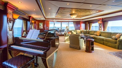 Skylounge Salon and Baby Grand Piano