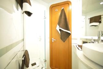 Aft Left Bathroom (3)