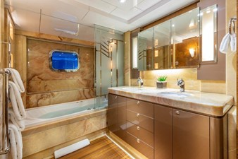 Topaz Guest Stateroom Bath